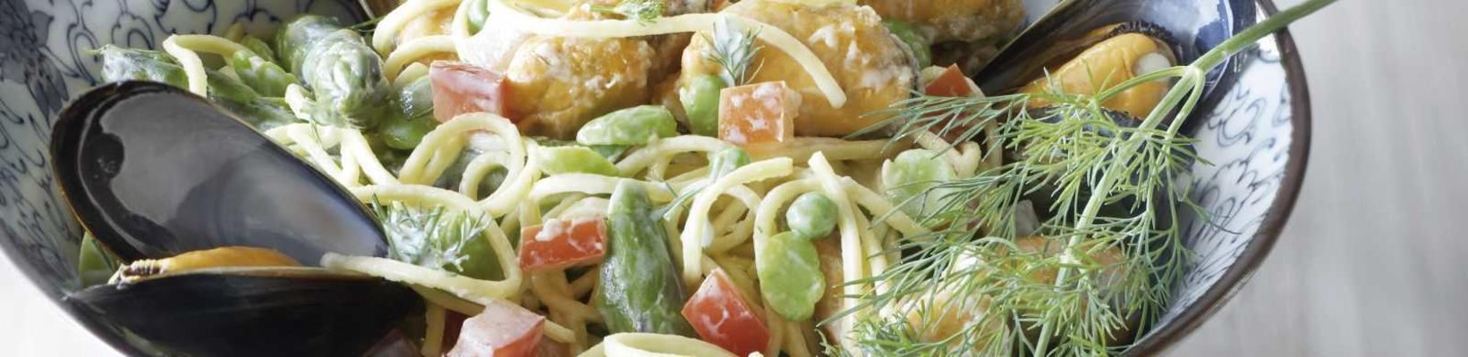 noodle salad with mussels and dill dressing
