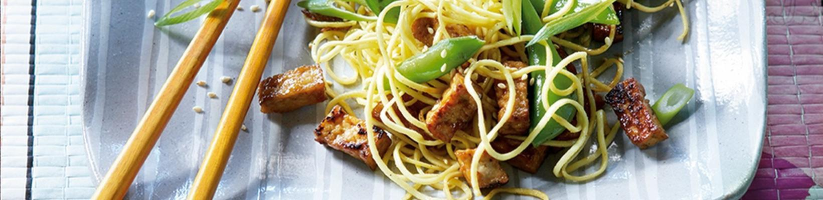 fried noodles with sugarsnaps and spicy tofu