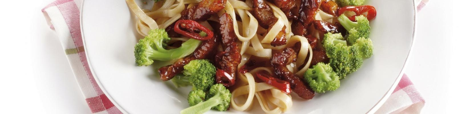 stir-fried bacon strips with broccoli and noodles