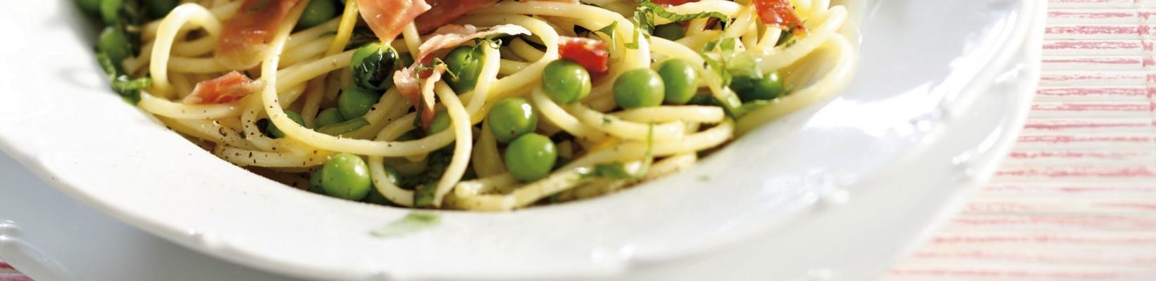 spaghetti with mint, peas, parsley, lemon and parma ham