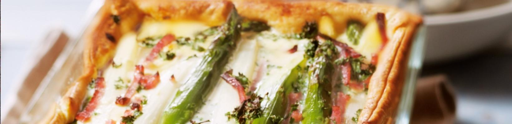 puff pastry pie with asparagus and ham