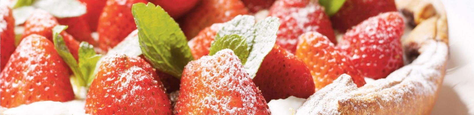 strawberry cake with lemon curd and mint