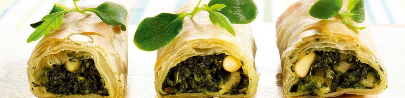 filo rolls with spinach and eru creme au bleu