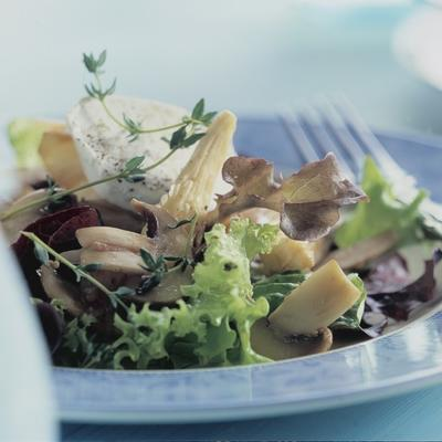 salad with mushrooms and goat cheese