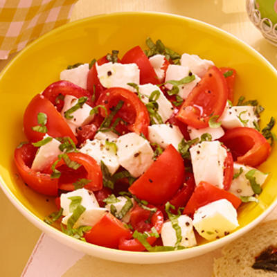 Mediterranean tomato salad with mozzarella