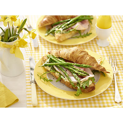 croissants with ham and asparagus