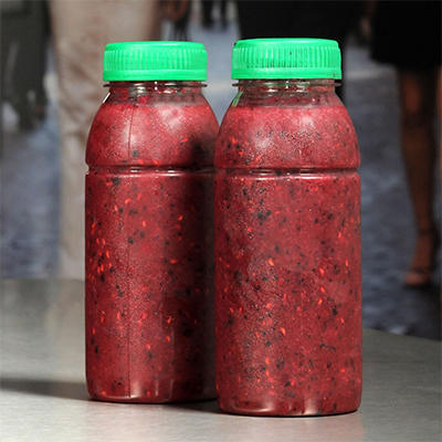 shake with red fruit