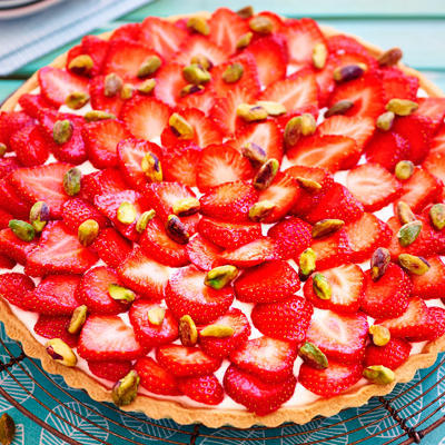 strawberry cake with pistachio nuts