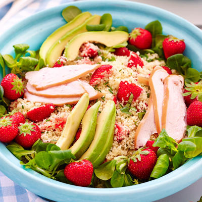 couscous salad with strawberries and smoked chicken