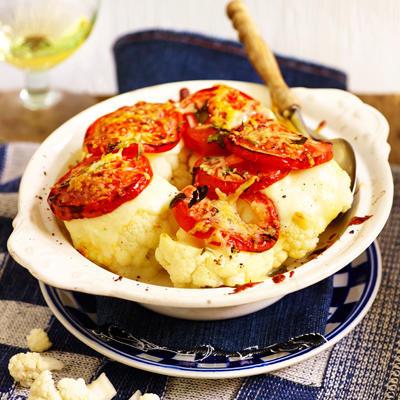 gratin cauliflower with tomato and mozzarella