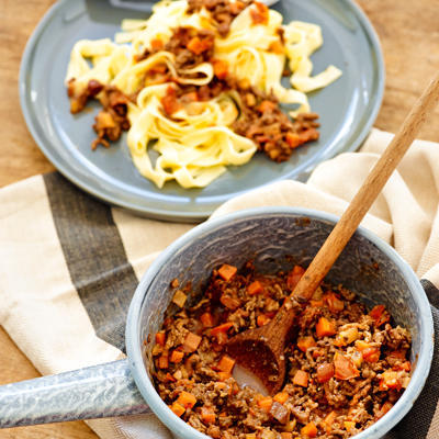 classic tomato-minced meat sauce (ragù bolognese)