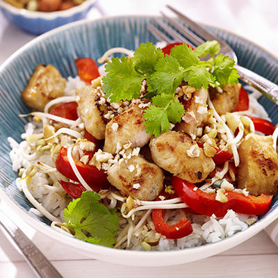 woked pangasius with paprika and bean sprouts