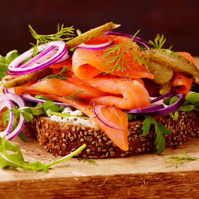 wholemeal bread with smoked salmon and red onion