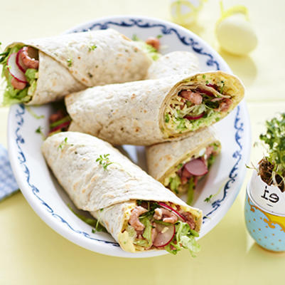 spring wrap with egg salad and shrimp