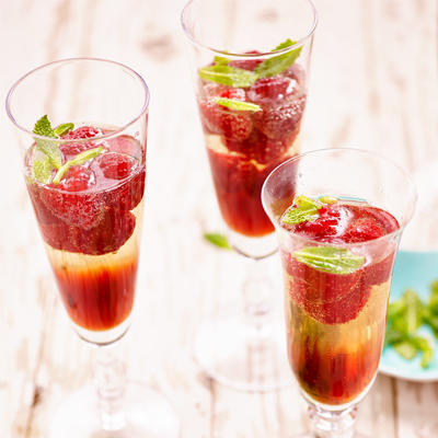 summery sparkles with raspberries