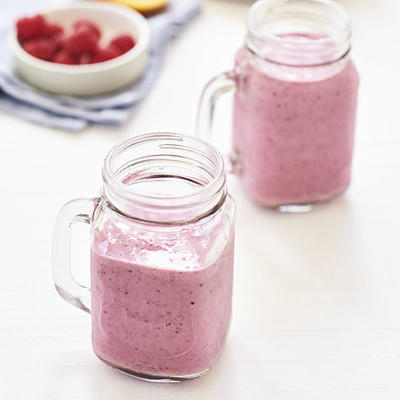 breakfast shake with red fruit