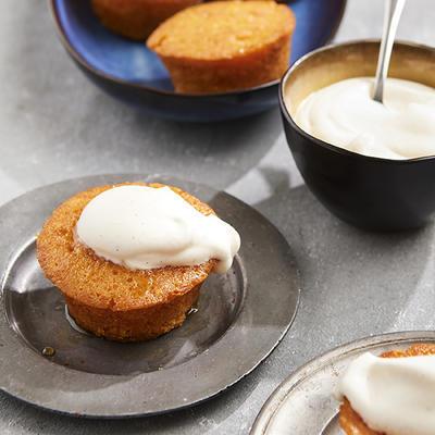 spicy orange cakes with vanilla sauce