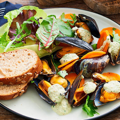 fresh mussels with walnut sauce