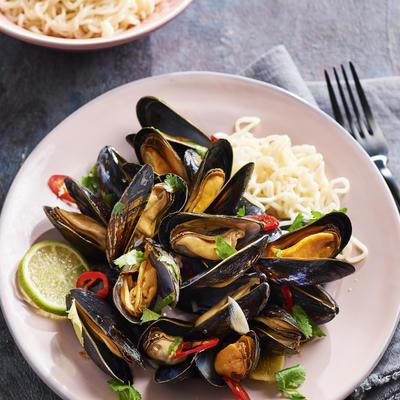 oriental mussels with fresh coriander mangosalsa