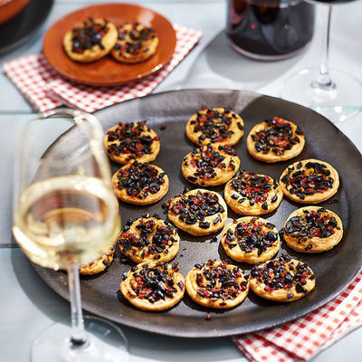 olive tarts with peppers