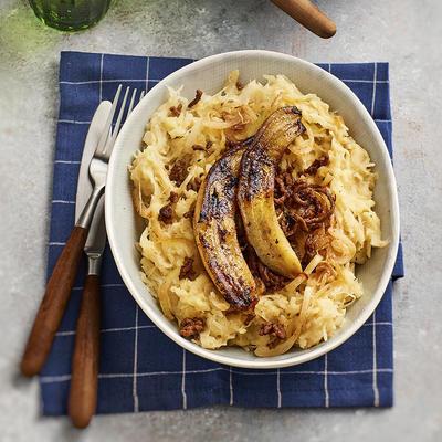 sauerkraut stew with fried banana