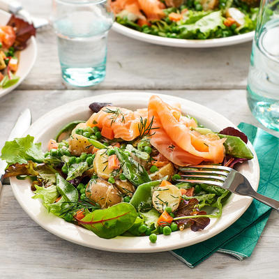 spring salad with smoked salmon