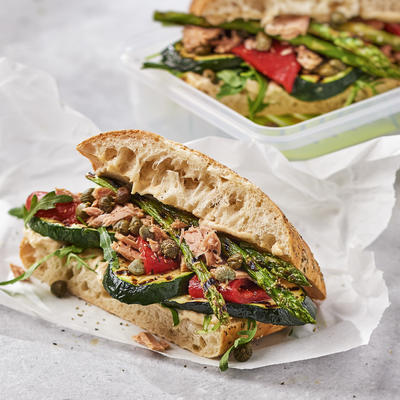 sandwich with grilled asparagus and zucchini