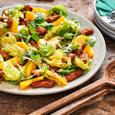 crispy salad with grilled pieces and peaches