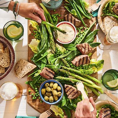 vegetables-board with roasted beef steaks