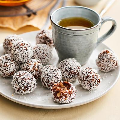 dandelion balls with banana and cocoa