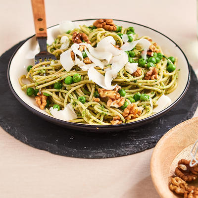 spaghetti with rucola pesto, herbs and goat cheese