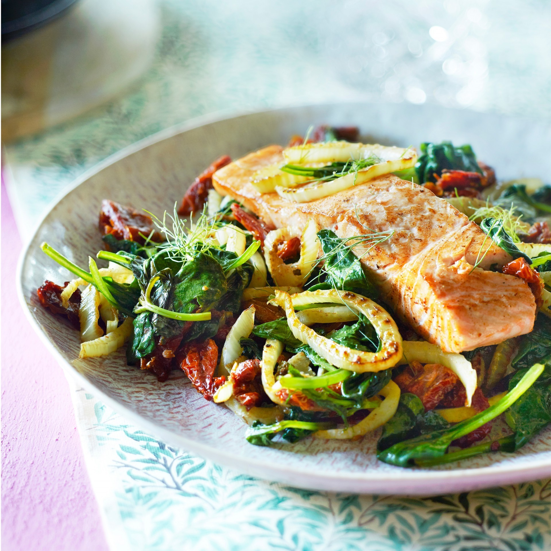 Salmon with fennel and spinach