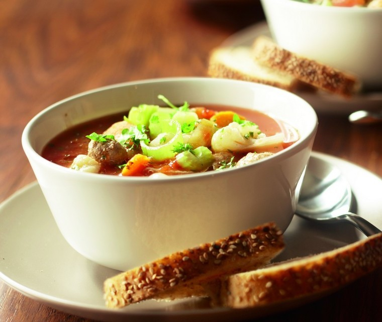 Dutch vegetable soup with balls