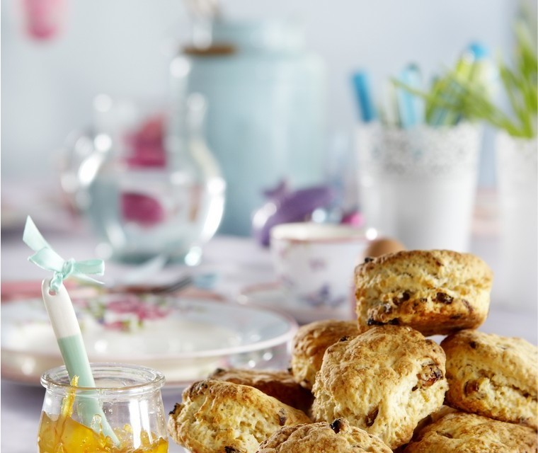 Scones with dried fruit