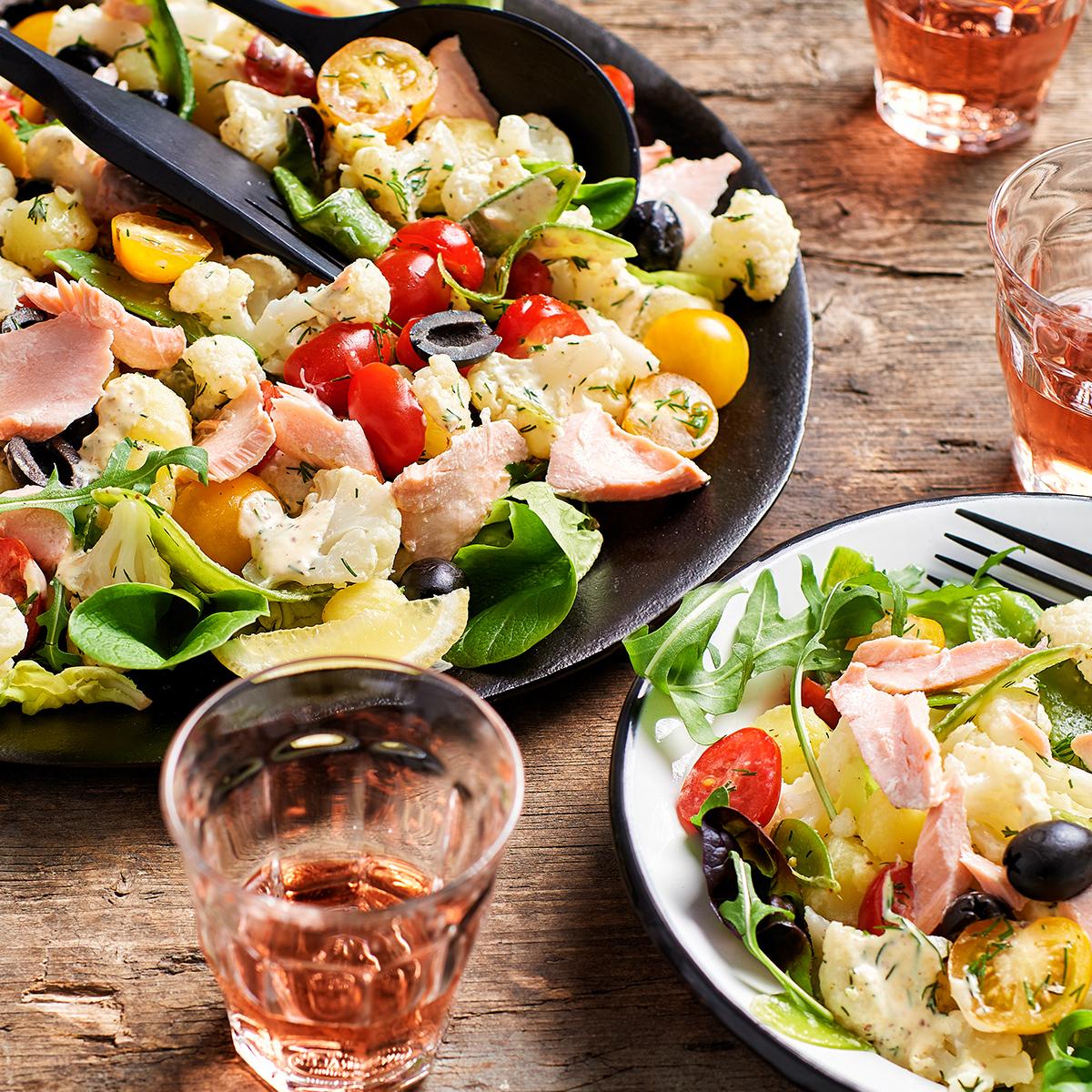 Cauliflower-potato salad with salmon