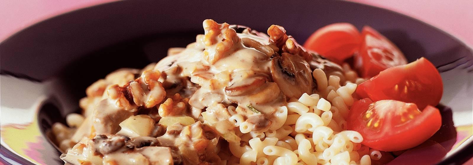 Macaroni with mushroom-nut sauce