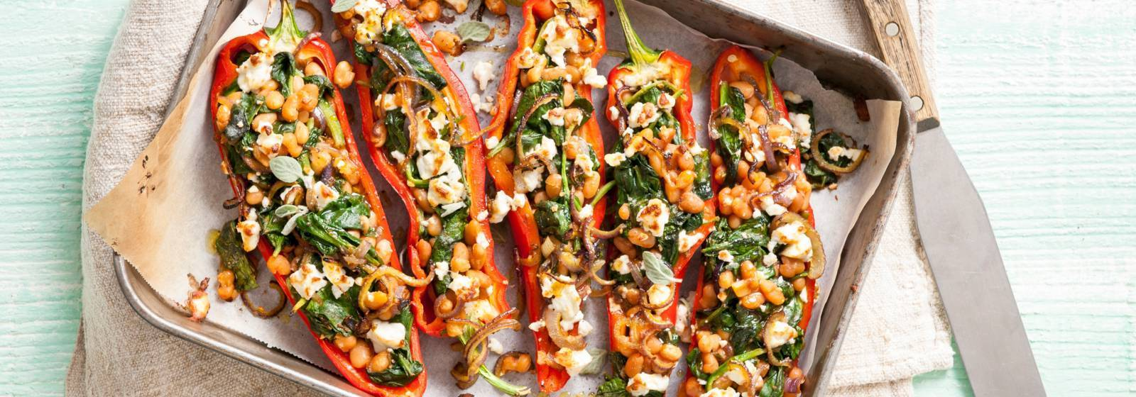 Pointed peppers stuffed with spinach and white cheese