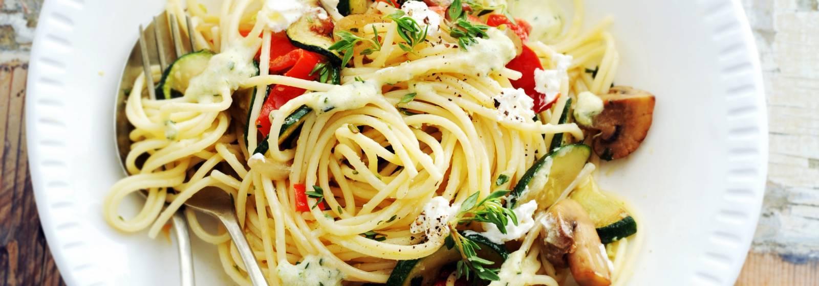 Spaghetti with mushrooms and zucchini sauce