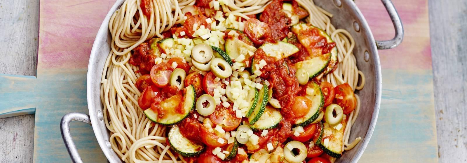 Spaghetti with tomato sauce and zucchini