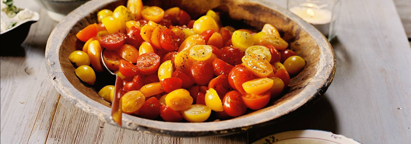 Tomato salad with 3 cheese soups