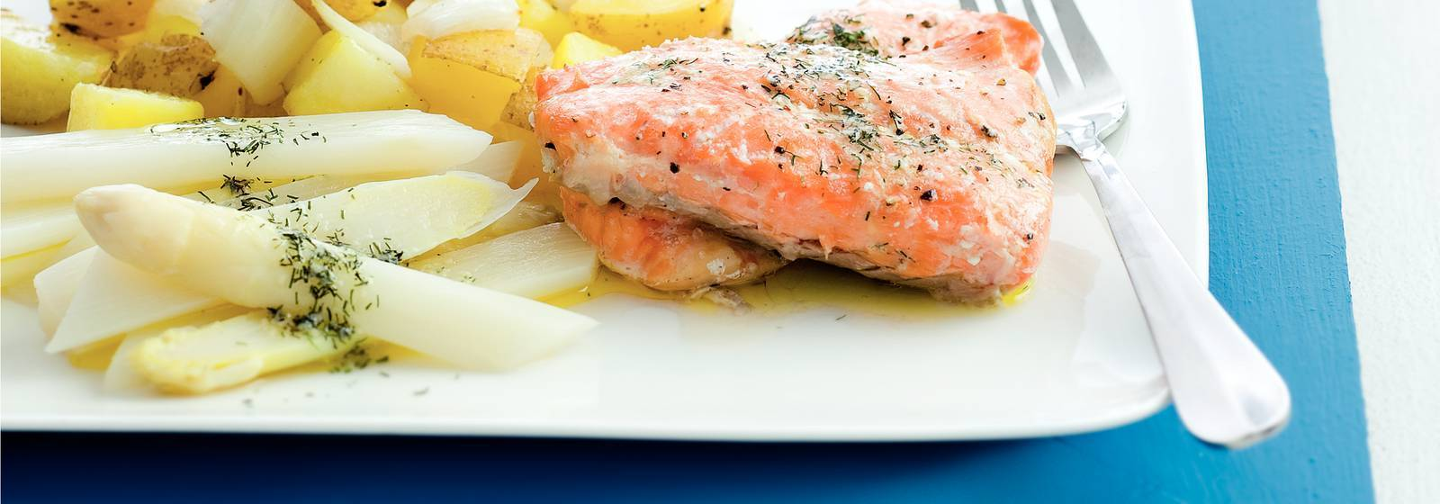 Asparagus with salmon and dill butter