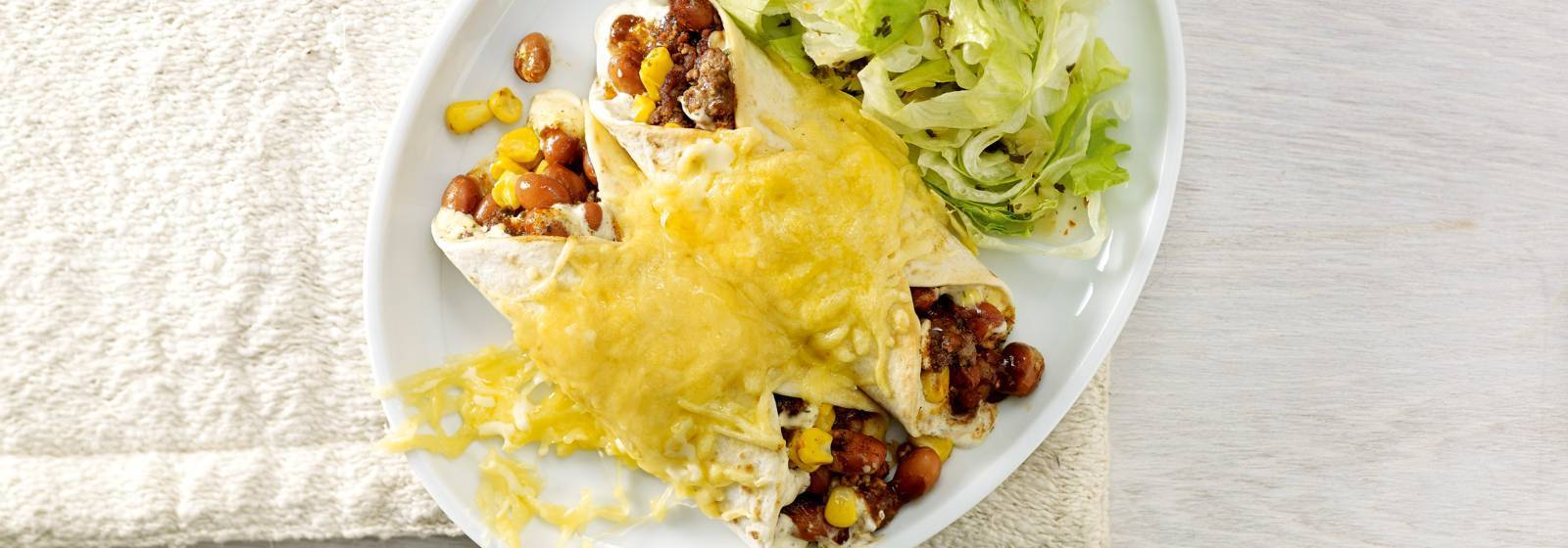 Minced meat burrito with lettuce