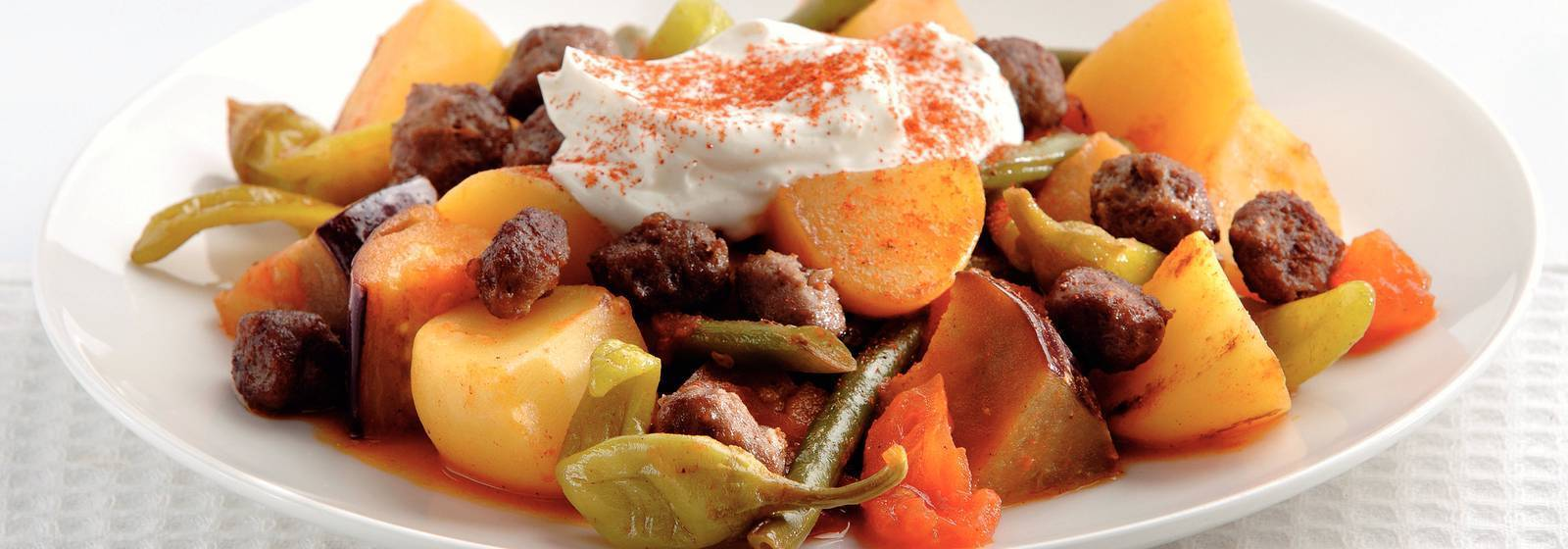 Turkish vegetables with yoghurt and minced meat
