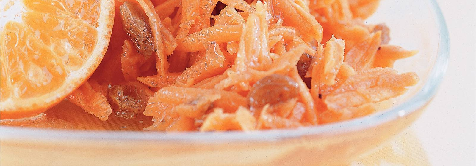 Carrot salad with mandarin and raisins