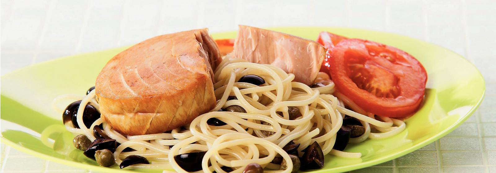 Spaghetti with tuna steak